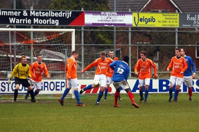 Een spaarzaam moment voor het doel van Nieuw Buinen (foto: www.vvnieuwbuinen,.nl)
