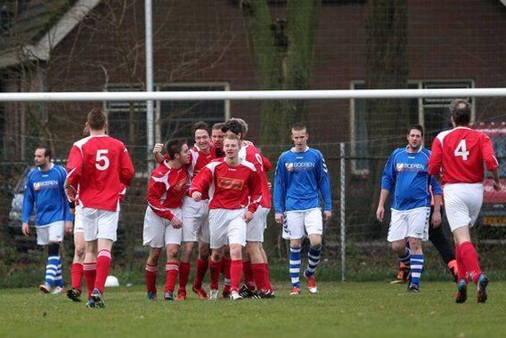 Gasselternijveen viert een goal tijdens de met 1-3 gewonnen wedstrijd tegen Zandpol